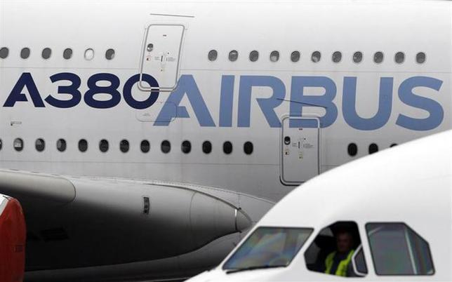 An A380 Airbus arrives on the tarmac during the Airbus annual press conference in Colomiers, near Toulouse, January 13, 2014. REUTERS/Regis Duvignau