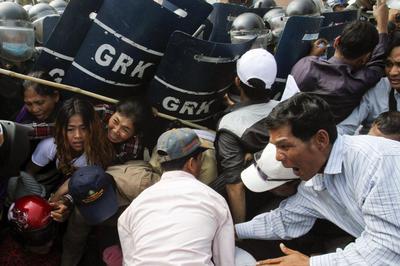 Cambodian police break up rally pressing for TV...