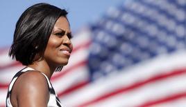 Primeira-dama dos EUA, Michelle Obama, durante visita à base de Pendleton, da Marinha, na Califórnia. Heróis do atetando a bomba da Maratona de Boston, um bombeiro que liderou a ação de resgate no tornado de Oklahoma e um jogador de basquete que assumiu ser gay são alguns dos convidados de Michelle Obama para o discurso do Estado da União, que acontece na terça-feira. 13/06/2010. REUTERS/K.C. Alfred
