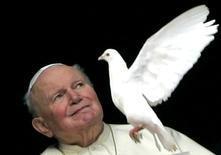 Un reliquaire contenant du sang du pape Jean Paul II a été dérobé dimanche dans une église de la région montagneuse des Abruzzes, au centre de l'Italie. /Photo d'archives/REUTERS/Max Rossi