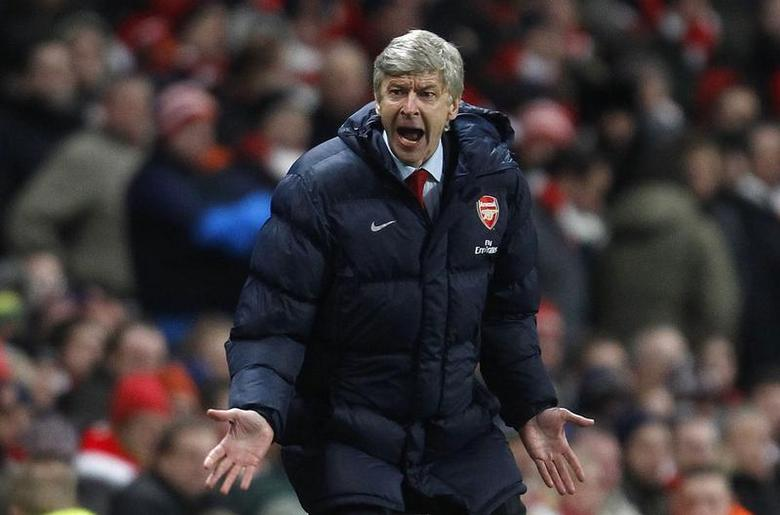 Arsenal's manager Arsene Wenger reacts during their English Premier League soccer match against Manchester United at the Emirates Stadium in London January 31, 2010. REUTERS/Eddie Keogh