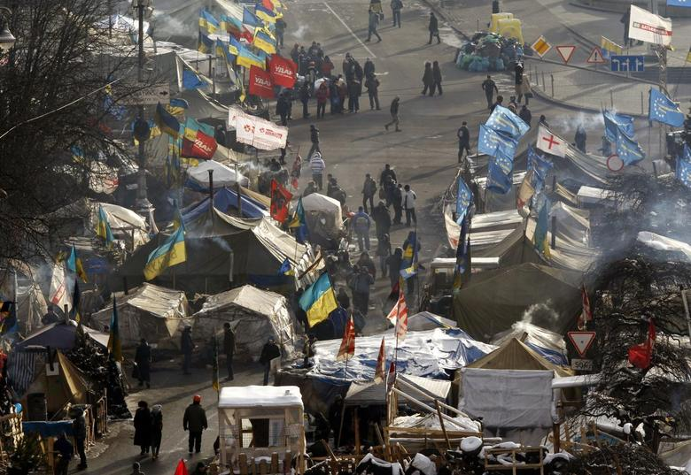 Tents of anti-government protesters are seen at Independence Square in central Kiev January 27, 2014. REUTERS/Vasily Fedosenko