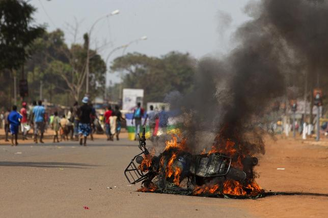 A motorbike burns after it was set ablaze by an angry crowd in Avenue Bonganda in the Lakouanga district of the capital Bangui January 25, 2014. REUTERS/Siegfried Modola