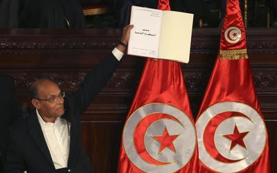 Arab Spring beacon Tunisia signs new constitution