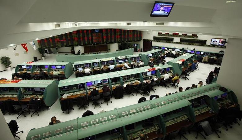 Traders work on their computers during the start of the first trading session of 2012 at the Istanbul Stock Exchange January 2, 2012. REUTERS/Murad Sezer