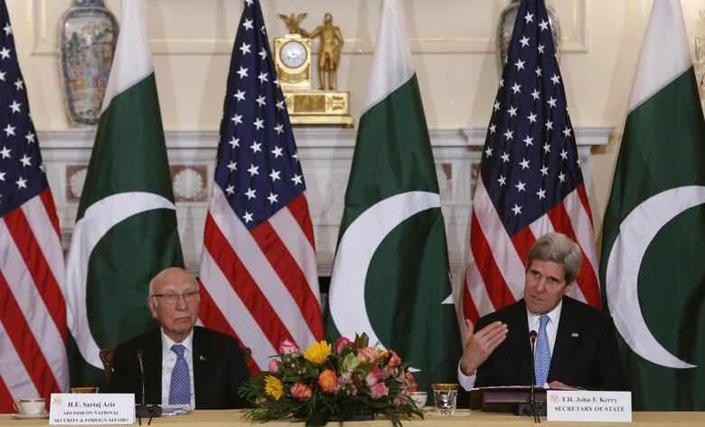U.S. Secretary of State John Kerry (R) and Pakistan's National Security and Foreign Affairs Advisor Sartaj Aziz deliver opening remarks at a ministerial-level meeting at the State Department in Washington, January 27, 2014. REUTERS/Yuri Gripas