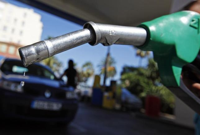 A customer uses a petrol nozzle to fill up his tank in a gas station in Nice August 27, 2012. REUTERS/Eric Gaillard/Files
