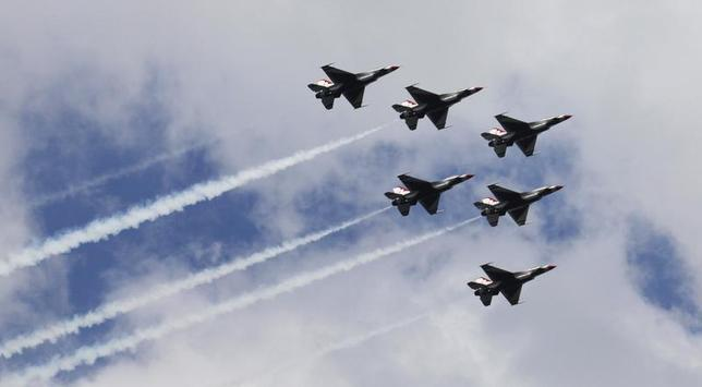F-16 US Air Force Thunderbirds fly in formation over Hudson river in New York, August 18, 2012. REUTERS/Eduardo Munoz