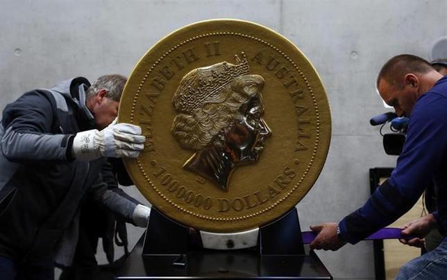 1月26日、ドイツ南部ミュンヘンで世界最大の金貨が公開された(2014年 ロイター/Michael Dalder)