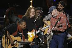 Musician Pete Seeger (R) performs with Toshi Reagan (L) and Warren Haynes (C) during a concert celebrating Seeger's 90th birthday in New York May 3, 2009. REUTERS/Lucas Jackson