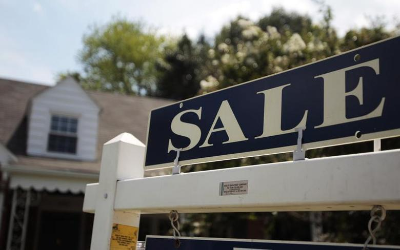 A 'sale' sign is seen outside a house in Alexandria, Virginia in this July 22, 2010 file photo. REUTERS/Molly Riley/Files (