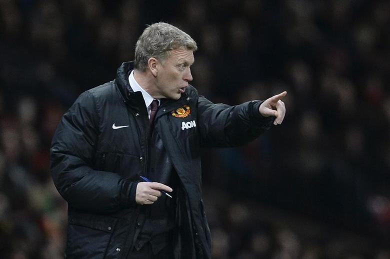 Manchester United's manager David Moyes gestures during their English League Cup semi-final second leg soccer match against Sunderland at Old Trafford in Manchester, northern England January 22, 2014. REUTERS/Nigel Roddis