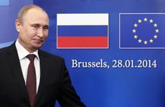 Президент России Владимир Путин на саммите с Евросоюзом в Брюсселе 28 января 2014 года. Путин поддержал ЕС в призыве избежать эскалации насилия на Украине и пообещал не пересматривать договорённости о кредите на $15 миллиардов и снижении цены на газ даже в случае прихода к власти противников президента Виктора Януковича. REUTERS/Francois Lenoir