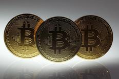 Le bitcoin, la plus connue des devises en ligne. L'Etat de New York va proposer cette année d'instaurer une réglementation des monnaies virtuelles utilisées sur son territoire, auxquelles il pourrait réclamer une licence spécifique. /Photo prise le 7 janvier 2014/REUTERS/Pawel Kopczynski