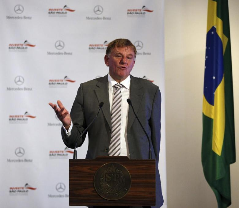 Andreas Renschler (L), head of production and procurement at Mercedes-Benz Cars, speaks at the official announcement of the construction of a new Daimler car plant in Sao Paulo October 1, 2013. REUTERS/Paulo Whitaker