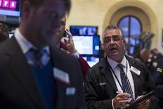 La Bourse de New York a fini en hausse mardi, profitant d'un courant d'achats à bon compte pour rebondir après trois séances de baisse du S&P 500. Le Dow Jones a gagné 0,57% et le S&P-500 0,61%. Le Nasdaq Composite (+0,35%) a été freiné par Apple qui a perdu 7,99%. /Photo prise le 28 janvier 2014/REUTERS/Brendan McDermid