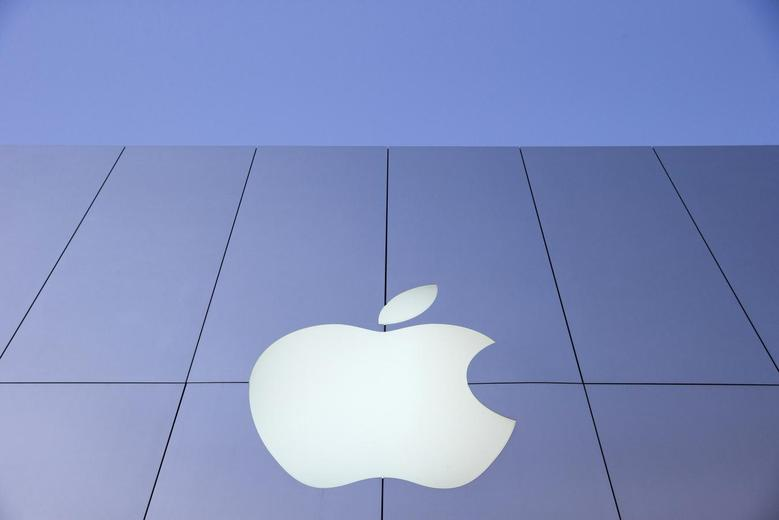 An Apple logo is seen during Black Friday in San Francisco, California in this file photo from November 29, 2013. REUTERS/Stephen Lam/Files