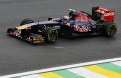 Toro Rosso Formula One driver Daniel Ricciardo of Australia drives during the qualifying session of the Brazilian F1 Grand Prix at the Interlagos circuit in Sao Paulo November 23, 2013. REUTERS/Nacho Doce