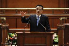 Primeiro-ministro da China, Li Keqiang, durante discurso no parlamento da Romênia, em Bucareste. A China vai se concentrar em levar adiante amplas reformas este ano e vai sustentar o crescimento estável da economia, disse o premiê Li Keqiang segundo a agência de notícias Xinhua nesta quarta-feira. 27/11/2013. REUTERS/Bogdan Cristel