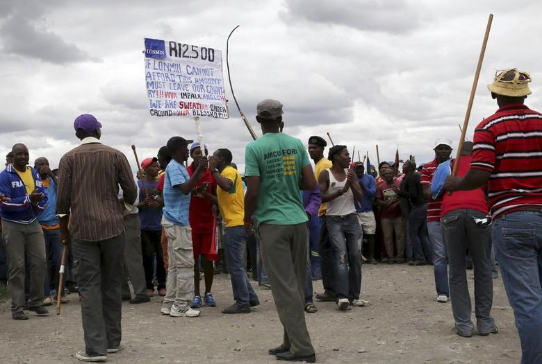 Mineworkers gather at Wonderkop stadium outside the Lonmin mine in Rustenburg, northwest of Johannesburg January 27, 2014. REUTERS/Siphiwe Sibeko