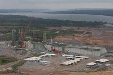 Vista geral do canteiro de obras da hidrelétrica de Belo Monte, em Pimental, próximo ao município de Altamira, no Pará. A usina hidrelétrica Belo Monte, no rio Xingu, está com cerca de 45 por cento das obras civis concluídas, segundo balanço da empresa responsável pelo empreendimento, e entra na fase de conclusão da primeira etapa da montagem eletromecânica em um dos canteiros. 23/11/2013. REUTERS/Paulo Santos