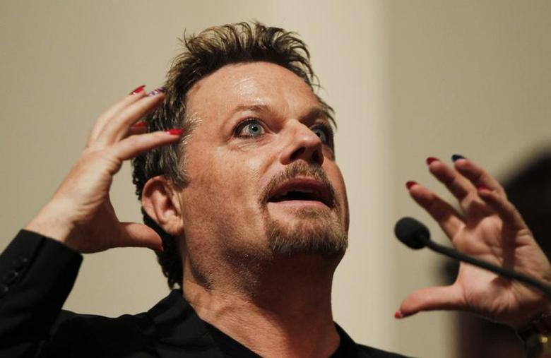 Comedian Eddie Izzard gestures as he speaks after being presented with the 6th Annual Outstanding Lifetime Achievement Award in Cultural Humanism at Harvard University in Cambridge, Massachusetts February 20, 2013. REUTERS/Jessica Rinaldi