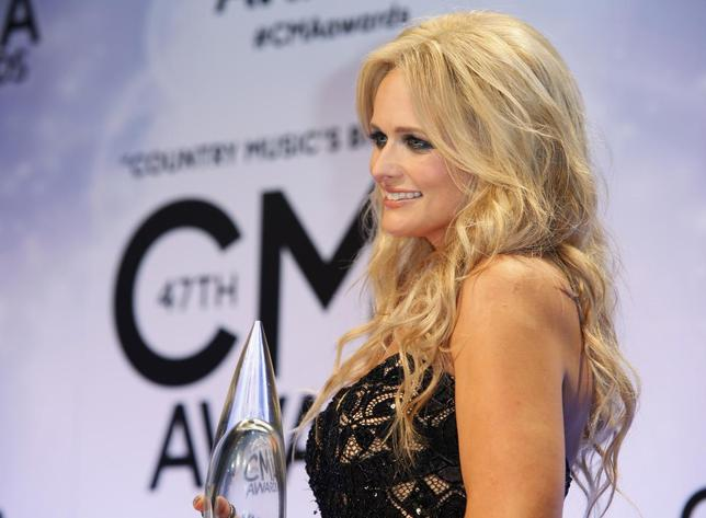 Miranda Lambert poses backstage with her Female Vocalist of the Year award at the 47th Country Music Association Awards in Nashville, Tennessee November 6, 2013. REUTERS/Eric Henderson