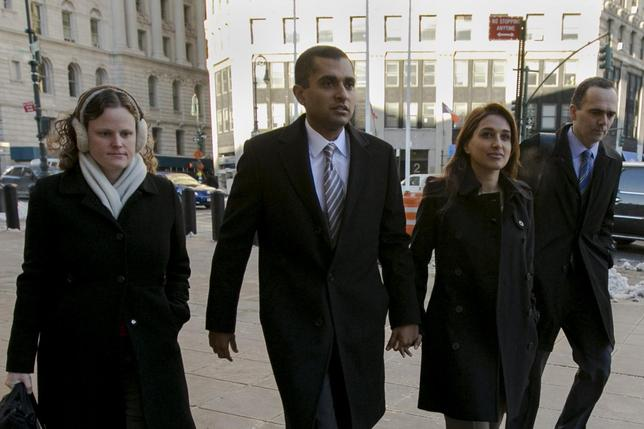 Former SAC Capital portfolio manager Mathew Martoma (2nd L) arrives with his wife Rosemary at the Manhattan Federal Courthouse in downtown Manhattan, New York, January 24, 2014. REUTERS/Brendan McDermid