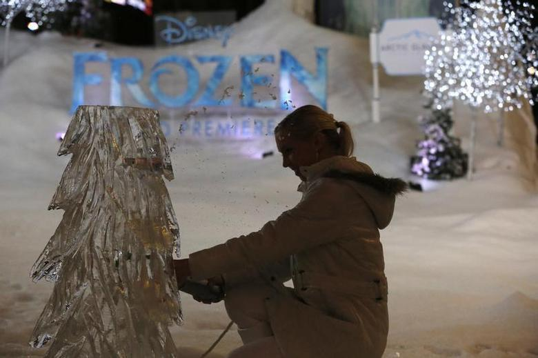 An ice sculptor works on an ice block at the premiere of ''Frozen'' at El Capitan theatre in Hollywood, California November 19, 2013. REUTERS/Mario Anzuoni/Files