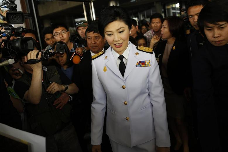 Thailand's Prime Minister Yingluck Shinawatra leaves the Army Club after meeting the Election Commission in Bangkok January 28, 2014. REUTERS/Damir Sagolj