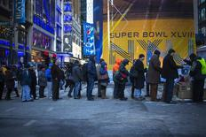 People line up for accessories on Broadway as preparations continue for Super Bowl XLVIII in New York January 29, 2014. REUTERS/Eric Thayer