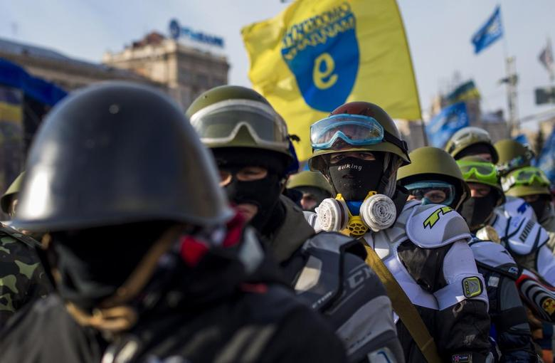 Members of various anti-government paramilitary groups gather at Independence Square during a show of force in Kiev, January 29, 2014. REUTERS/Thomas Peter