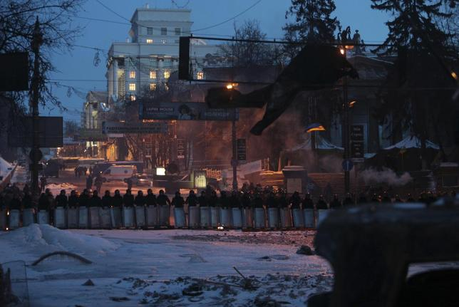 Interior Ministry members stand guard at the site of clashes with anti-government protesters in Kiev January 29, 2014. REUTERS/Konstantin Chernichkin