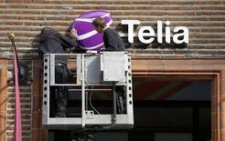 Le suédois TeliaSonera, premier opérateur télécoms scandinave, a annoncé jeudi un recul inattendu de son excédent brut d'exploitation (Ebitda) au quatrième trimestre, contiuant notamment de pâtir de conditions économiques peu porteuses. /Photo d'archives/REUTERS/Bob Strong