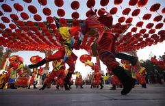 Traditional dancers perform during the opening of the temple fair for the Chinese New Year celebrations at Ditan Park, also known as the Temple of Earth, in Beijing January 30, 2014. REUTERS/Kim Kyung-Hoon