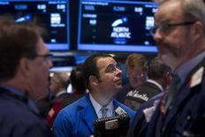 Wall Street a ouvert en légère hausse jeudi, la bonne tenue de la consommation des ménages et la hausse des exportations ayant permis à l'économie américaine d'afficher une croissance de 3,2% au quatrième trimestre en première estimation. Le Dow Jones gagne 0,49%, le Standard & Poor's 500 progresse de 0,81% et le Nasdaq Composite prend 1,25%. /Photo prise le 29 janvier 2014/REUTERS