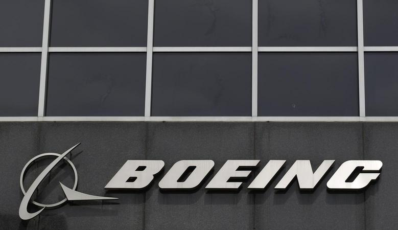 The Boeing logo is seen at their headquarters in Chicago, April 24, 2013. Boeing Co's first-quarter earnings jumped nearly 20 percent, handily beating analysts' estimates and showing little impact from the 787 Dreamliner problems, sending the company's shares up more than 3 percent in midday trading. REUTERS/Jim Young