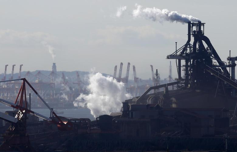 Smoke rises from factories at Keihin industrial zone in Kawasaki, south of Tokyo, December 16, 2013. REUTERS/Toru Hanai
