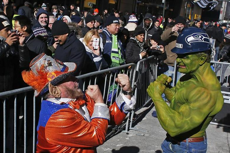 A fan of Seattle Seahawks (R) jokes with a fan of Denver Broncos at the Super Bowl Boulevard fan zone ahead of Super Bowl XLVIII in New York January 30, 2014. REUTERS/Eduardo Munoz