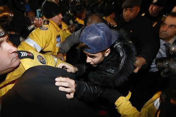 Pop singer Justin Bieber arrives at a police station in Toronto January 29, 2014. REUTERS/Alex Urosevic