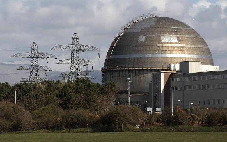 The Sellafield nuclear reprocessing site is seen near Seascale in Cumbria, northern England April 12, 2011. REUTERS/David Moir/files