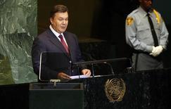 Президент Украины Виктор Янукович выступает на самите по ядерной безопасности в штаб-квартире ООН в Нью-Йорке 22 сентября 2011 года. ООН призвала Януковича отменить ограничения на свободу слова, собраний и деятельность неправительственных организаций, вступившие в силу 16 января и расследовать похищения и гибель людей. REUTERS/Jessica Rinaldi