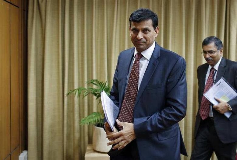 Reserve Bank of India (RBI) Governor Raghuram Rajan leaves after a news conference for the mid-quarter monetary policy review at the RBI headquarters in Mumbai December 18, 2013. REUTERS/Danish Siddiqui/Files