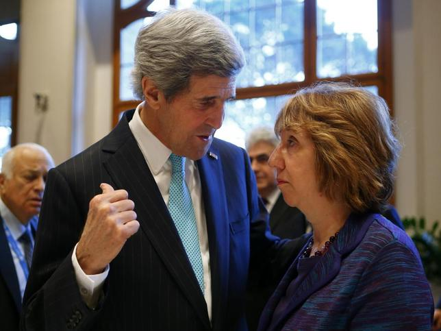 U.S. Secretary of State John Kerry (L) talks to EU foreign policy chief Catherine Ashton prior to peace talks in Montreux January 22, 2014. REUTERS/Arnd Wiegmann