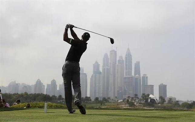 Tiger Woods of the U.S. tees off on the eighth hole during the second round of the 2014 Omega Dubai Desert Classic in Dubai January 31, 2014. REUTERS/Ahmed Jadallah