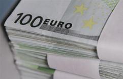 L'Autorité bancaire européenne (ABE) a annoncé les grandes lignes des tests de résistance des grandes banques européennes qui interviendront cette année dans le cadre de l'examen approfondi de leur bilan par la Banque centrale européenne (BCE). Les tests de résistance concerneront 124 banques au sein de l'Union européenne dont 104 établissements de la zone euro. /Photo d'archives/REUTERS/Thierry Roge