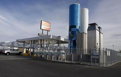 A Blu LNG filling station in Salt Lake City, Utah in this file photo taken March 13, 2013.REUTERS/Jim Urquhart/Files