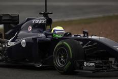 O piloto da Williams Felipe Massa testa o carro em Jerez nesta sexta-feira, quando fez o melhor tempo do dia. REUTERS/Jon Nazca