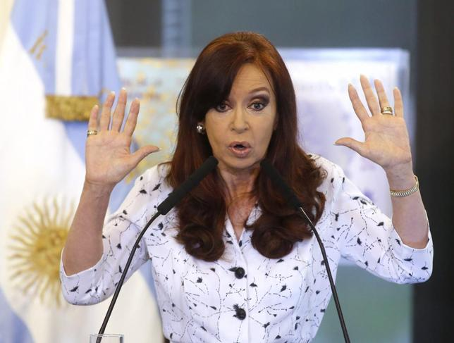 Argentine President Cristina Fernandez de Kirchner speaks during a rally at the Government House in Buenos Aires January 22, 2014. REUTERS/Enrique Marcarian