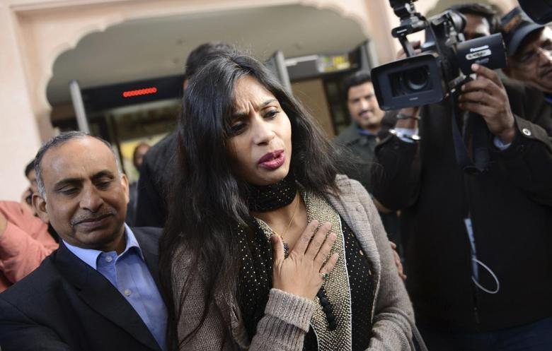Indian diplomat Devyani Khobragade (C) leaves with her father Uttam Khobragade (L) from the Maharashtra Sadan state guesthouse to meet India's Foreign Minister Salman Khurshid in New Delhi January 11, 2014. REUTERS/Stringer